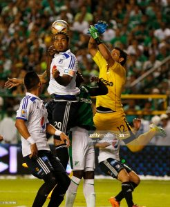 PALMIRA, COLOMBIA - MAY 31: Roman Torres of Millonarios and Ernesto Hernandez of Cali goes for a header during a second leg match between Deportivo Cali and Millonarios as part of final round of Liga Aguila I 2015 at Deportivo Cali Stadium on May 31, 2015 in Palmira, Colombia. (Photo by Juan Carlos Quintero/LatinContent via Getty Images)